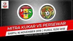 Indosport - Pertandingan Liga 2 antara Mitra Kukar vs Persewar.