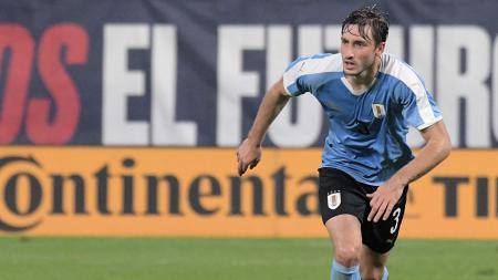 Klub sepak bola Serie A Italia, AC Milan sedang berusaha untuk mendatangkan bek klub Brasil, Palmeiras yang bernama Matias Vina. - INDOSPORT
