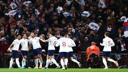 Para pemain Timnas Inggris usai mencetak 5 gol ke gawang Montenegro. - INDOSPORT