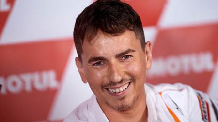 Jorge Lorenzo akhirnya memberikan respons tak terduga usai dirinya disebut mata duitan oleh pembalap Reale Avintia Racing yakni Johann Zarco. - INDOSPORT