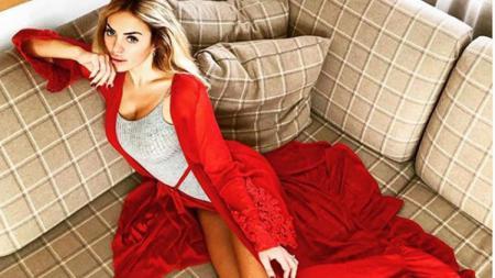 Elena Morali, perempuan yang kabarnya mantan pacar Jorge Lorenzo ternyata memilih Valentino Rossi - INDOSPORT