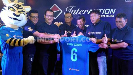 Direktur PT Persib Bandung Bermartabat (PBB), Teddy Tjahyono menyerahkan sepenuhnya nasib pemain asing Persib Bandung untuk kompetisi Liga 1 2019. - INDOSPORT
