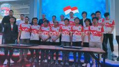 Indosport - Menteri Pemuda dan Olahraga (Menpora) Zainudin Amali berfoto bersama atlet Timnas eSports untuk SEA Games 2019.
