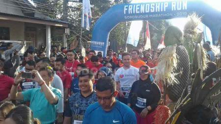 Pelepasan Peserta Friendship Run Borobudur Marathon 2019 di kawasan obyek wisata Candi Borobudur, Magelang, Jawa Tengah - INDOSPORT