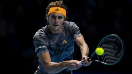 Alexander Zverev pastikan tiket semifinal Nitto ATP Finals 2019 usai menumbangkan Daniil Medvedev. - INDOSPORT