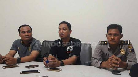 Askot PSSI Kota Semarang saat mengadakan jumpa pers terkait pelaksanaan kejuaraan Copa Piala Walikota 2019 - INDOSPORT