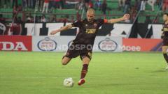 Indosport - Gelandang klub Liga 1 PSM Makassar, Wiljan Pluim.