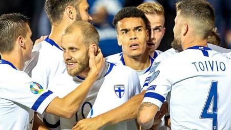 Selebrasi para pemain Timnas Finlandia yang memastikan diri lolos ke Euro 2020 - INDOSPORT