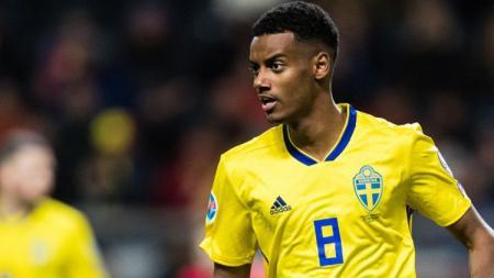 Pemain Timnas Swedia, Alexander Isak, jadi korban rasisme di Kualifikasi Euro 2020. - INDOSPORT