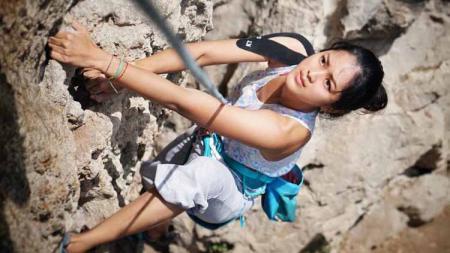 Menjajal olahraga ekstrem ternyata bukan hal baru bagi aktris Prisia Nasution. Hal itu kerap ia tunjukkan di media sosial Instagram. - INDOSPORT