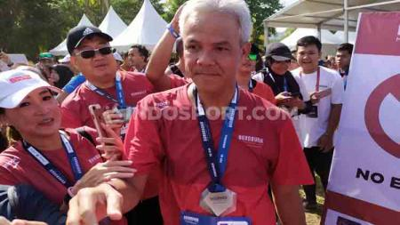 Gubernur Jawa Tengah, Ganjar Pranowo, yang ikut berlari di Borobudur Marathon 2019. - INDOSPORT