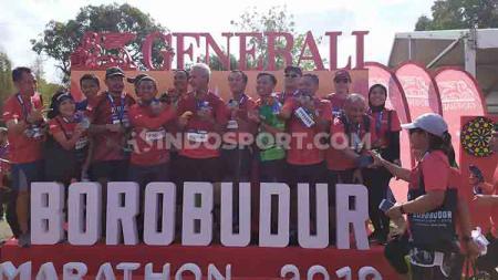 Gubernur Jawa Tengah, Ganjar Pranowo (tengah), turut mengomentari trek lari di Borobudur Marathon 2019. - INDOSPORT