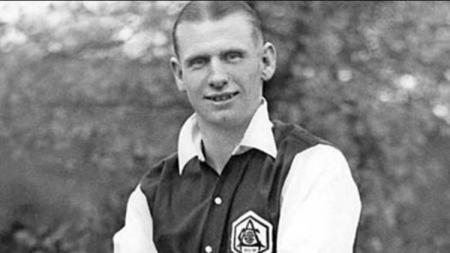 Mengenal sosok Cliff Bastin, Legenda klub Liga Inggris Arsenal yang tuli dan mampu menjadi top skorer ketiga The Gunners sepanjang masa. - INDOSPORT