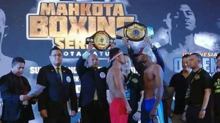 Mari sedikit menengok momen detik-detik pukulan petinju andalan Indonesia Daud Yordan yang membuat TKO Michael Mokoena (Afrika Selatan). - INDOSPORT