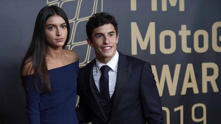 Pembalap MotoGP, Marc Marquez dan mantan kekasihnya Lucia Rivera Romero saat acara penghargaan FIM. - INDOSPORT