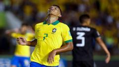 Indosport - Raksasa Serie A Italia, AC Milan, dikabarkan ingin memboyong wonderkid Brasil, Gabriel Veron, berikut kami rangkum tiga fakta tentang dirinya.