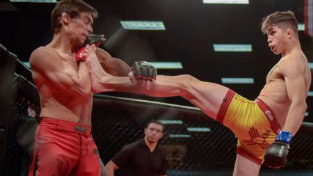 Tangan petarung MMA, Jerome Rivera bengkok karena patah dan terlihat menakutkan - INDOSPORT