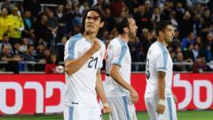 Indosport - Edinson Cavani melakukan selebrasi usai mencetak gol untuk Uruguay ke gawang kolombia.
