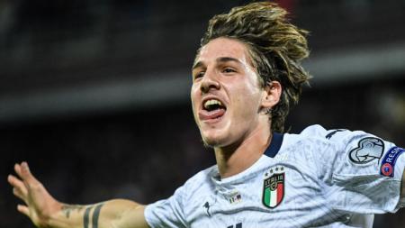 Selebrasi winger Italia, Nicolo Zaniolo usai menjebol gawang Armenia di pertandingan Kualifikasi Euro 2022, Selasa (19/11/19). - INDOSPORT