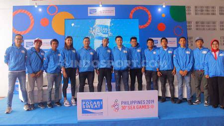 Sesi Foto Para Atlet SEA Games 2019, bersama Ricky Suhendar Marketing Director PT Amerta Indah Otsuka, dan Perwakilan Kemenpora, Yuni Poerwanti. - INDOSPORT