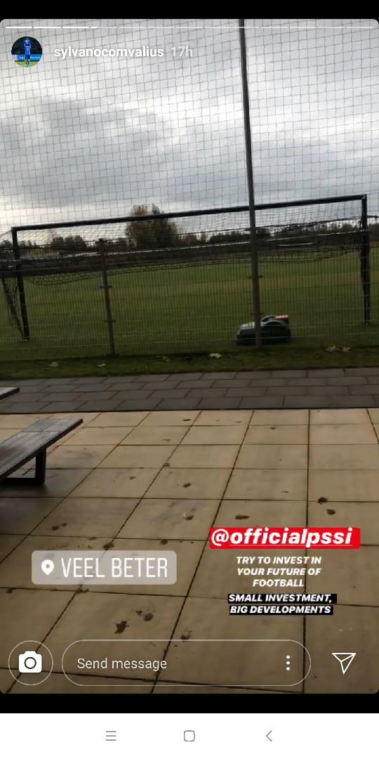 Pemain Arema FC, Sylvano Comvalius, memberikan pesan untuk PSSI. Copyright: Instagram/@sylvanocomvalius