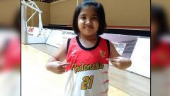Indosport - Inez Angelina Welly, anak dari komentator sepak bola Indonesia, Bung Towel yang piawai bermain basket