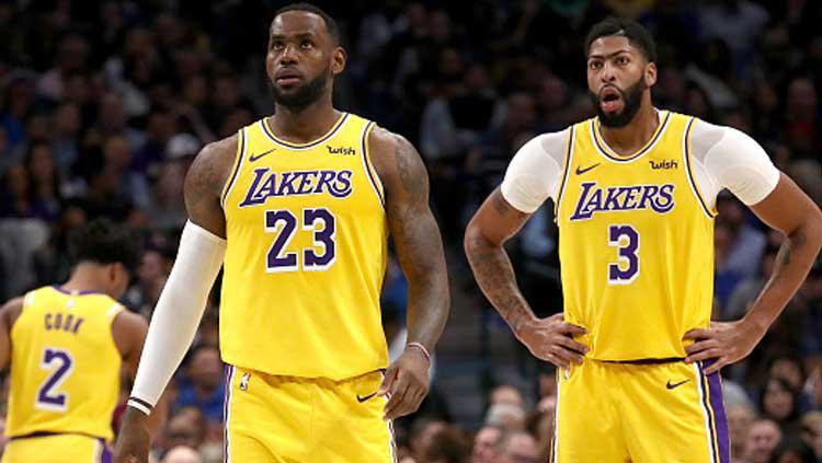 Dua pemain bintang NBA dari tim LA Lakers, LeBron James (kiri) dan Anthony Davis Copyright: Ronald Martinez/GettyImages