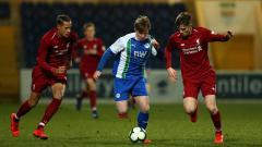 Indosport - Tim promosi Liga Inggris, Leeds United dikabarkan telah resmi mendapat striker baru serta satu pemain sayap Manchester City.