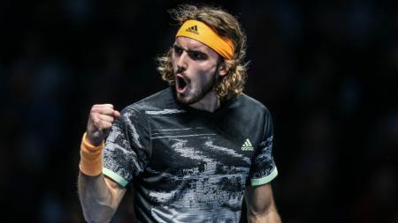 Stefanos Tsitsipas kalahkan Rafael Nadal di perempat final Australian Open 2021. - INDOSPORT