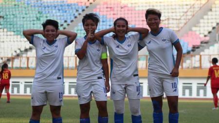 Pemain klub Liga 1 putri, PSIS Semarang Berselebrasi usai Mencetak Gol ke Gawang Tira Persikabo - INDOSPORT