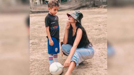 Mari melihat kembali 5 potret istri Ilija Spasojevic, yakni Lelhy Arief Spaso (Nuzliah Ramdhani Arief) yang kerap ajak anak saat berolahraga. - INDOSPORT