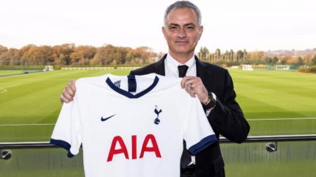 Jose Mourinho saat diperkenalkan sebagai pelatih Tottenham Hotspur pada Rabu (20/11/19) pagi tadi. - INDOSPORT