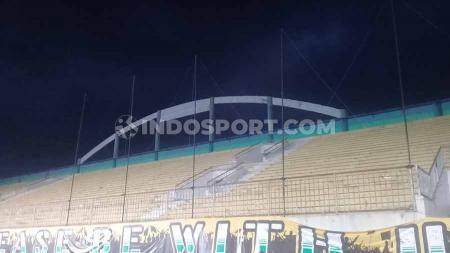 Laga PSS Sleman melawan Borneo FC dalam lanjutan pekan ke-28 Liga 1 2019, adalah aksi boikot yang benar-benar dilakukan fans PSS di Stadion Maguwoharjo, Rabu (20/11/19). - INDOSPORT