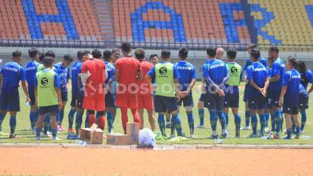 Gelandang Persib Bandung, Beckham Putra Nugraha, mengaku siap berlatih kembali dengan tim untuk persiapan mengarungi Liga 1 2020. - INDOSPORT