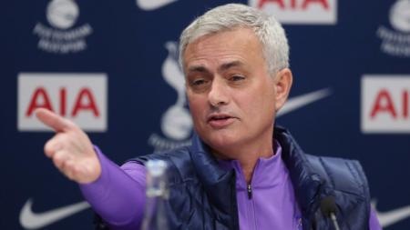 Sempat dituding gagal tukangi Manchester United, Jose Mourinho selaku pelatih Tottenham Hotspur saat ini sebut ada pelatih terburuk di Liga Inggris. - INDOSPORT