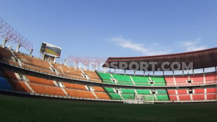 Papan Skor Digital sudah terpasang di Stadion Gelora Bung Tomo (GBT), Kamis (21/11/19). Copyright: Fitra Herdian Ariestianto/INDOSPORT
