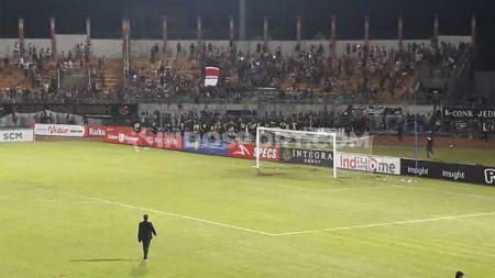Piala Menpora 2021 digelar tanpa kehadiran suporter yang biasanya memenuhi stadion saat pertandingan. - INDOSPORT
