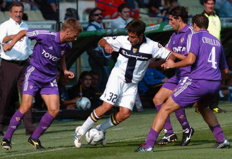 Fiorentina saat berhadapan dengan Parma pada 2004 silam. Copyright: Getty Images
