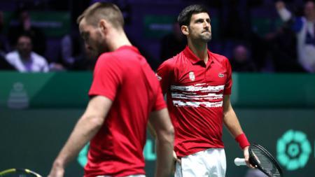 Novak Djokovic bersama pasangannya di tim Serbia, Viktor Troicki di turnamen tenis Piala Davis. - INDOSPORT