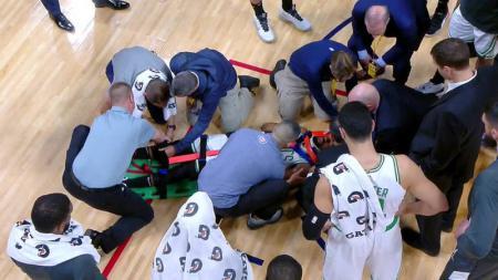 Baru saja mengalami cedera horor, Kemba Walker ngotot ingin bermain pada laga NBA antara Boston Celtics vs Sacramento Kings, Selasa (26/11/19) pagi WIB. - INDOSPORT