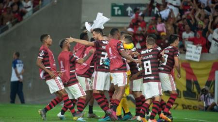 Salah satu pemain klub Serie A Brasil, Flamengo, mengalami nasib tragis kala kemaluannya berdarah di laga kontra Corinthians. - INDOSPORT