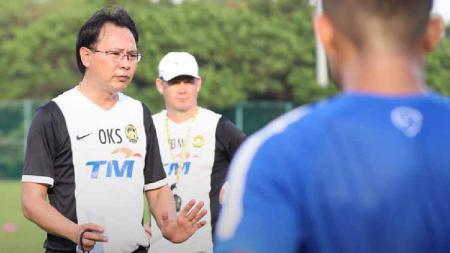 Pamer kebersamaan dengan Indra Sjafri, pelatih Malaysia, Ong Kim Swee, berharap Timnas Indonesia U-23 sukses di ajang SEA Games 2019. - INDOSPORT