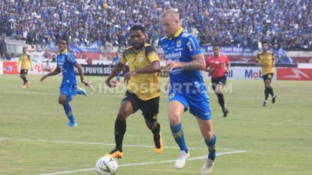 Eks Persib Bandung, Kevin van Kippersluis, akhirnya pulang kampung jua setelah memastikan diri gabung klub kasta kedua Liga Belanda. - INDOSPORT