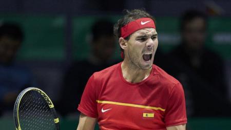Rafael Nadal saat membawa Spanyol memastikan gelar juara turnamen tenis dunia, Piala Davis 2019 mengalahkan Kanada, Senin (25/11/19) dini hari WIB. - INDOSPORT