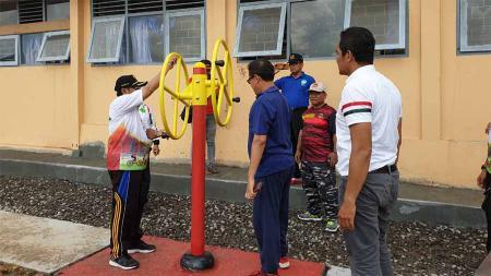 Kemenpora menyerahkan bantuan alat olahraga di ruang terbuka di Kabupaten Kulon Progo, Jawa Tengah. - INDOSPORT