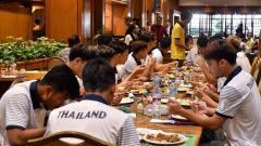 Indosport - Kontingen sepak bola Timnas Thailand U-23 yang akan berlaga di SEA Games 2019 mengeluh soal makanan dan minuman.