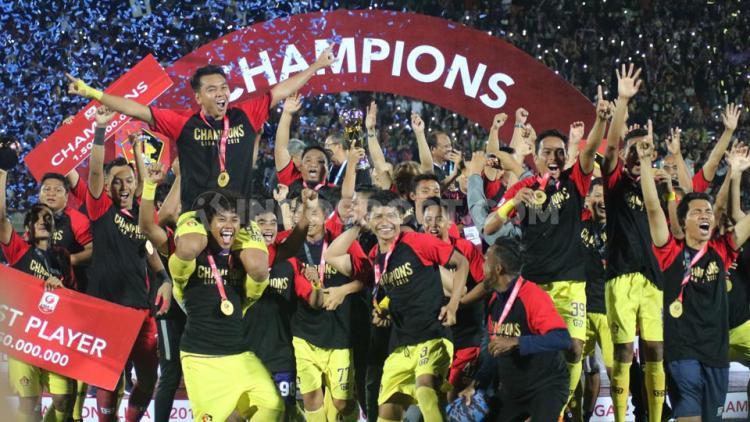 Pemain Persik Kediri saat merayakan keberhasilan menjadi juara Liga 2 2019 Copyright: Nofik Lukman Hakim/INDOSPORT