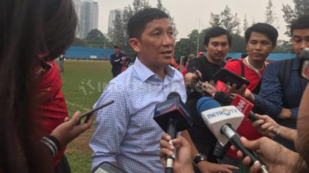 Persija Jakarta melontarkan tiga persyaratan bila roda kompetisi Liga 1 kembali digulirkan. Persyaratan tersebut diajukan langsung oleh Direktur olahraga Persija Jakarta, Ferry Paulus. - INDOSPORT