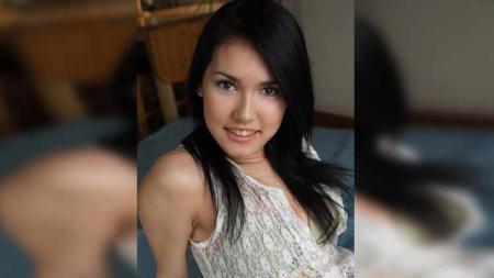Mantan bintang film porno legendaris asal Jepang, Maria Ozawa atau yang lebih akrab dipanggil Miyabi, terlihat mendukung langsung timnas Indonesia dalam laga Indonesia vs Thailand dalam gelaran SEA Games 2019, Selasa (26/11/2019). - INDOSPORT