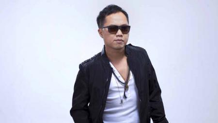 Penyanyi kebanggaan Indonesia, Sandhy Sondoro baru-baru ini menjadi trending di Twitter setelah namanya disertakan dalam tagar #SandySondoroCabul. - INDOSPORT